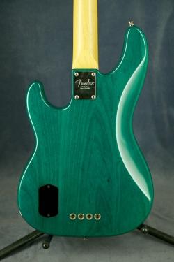 Fender American Deluxe Precision Bass с кейсом